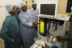 Training on the Universal Anaesthesia Machine at Connaught Hospital in Freetown, Sierra Leone (photo: Steve Rudy)